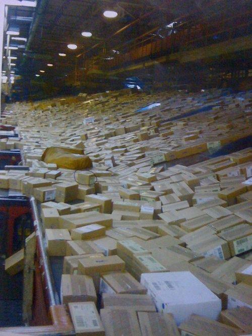 Caixas de iPhones 5 no centro de distribuição da FedEx