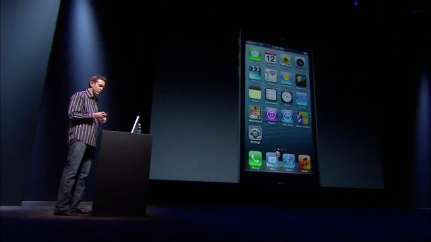 Scott Forstall no palco do evento de lançamento do iPhone 5