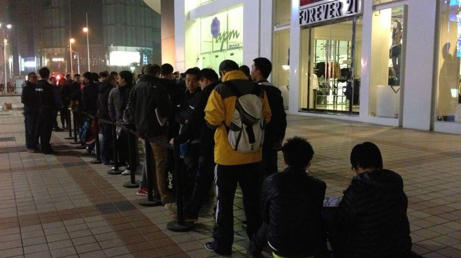 Fila para a inauguração da Apple Store, Wangfujing