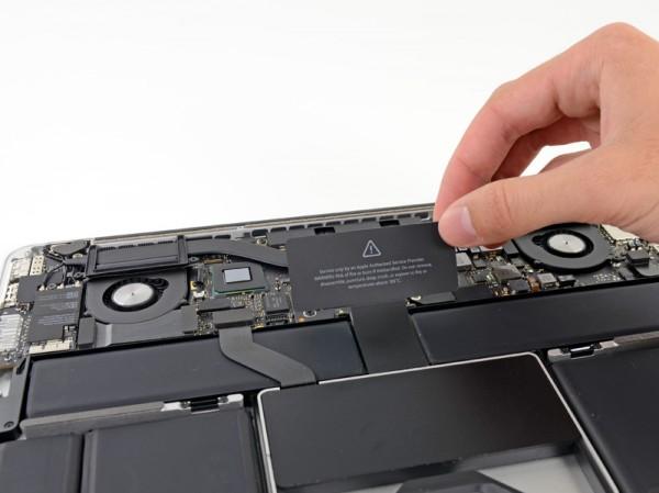 """iFixit desmontando o MacBook Pro de 13"""" com tela Retina"""