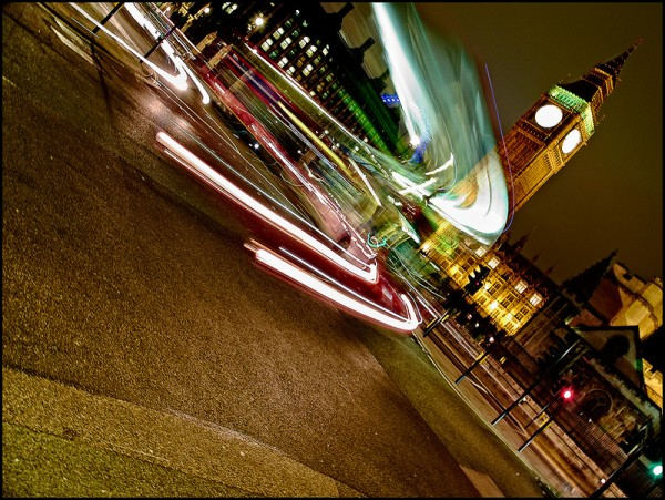 Transito em Londres, à noite