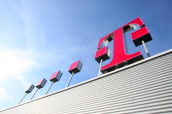 Logo da Deutsche Telekom (T-Mobile) num prédio