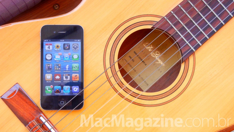 iphone 4 em cima de um violão