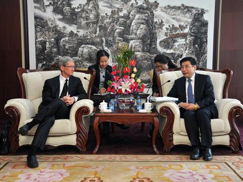 Tim Cook em reunião na China