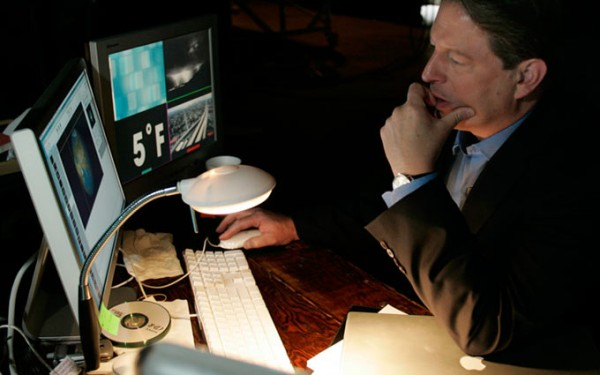 Al Gore trabalhando em Macs