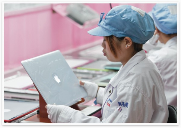 Trabalhadora de um fornecedor da Apple