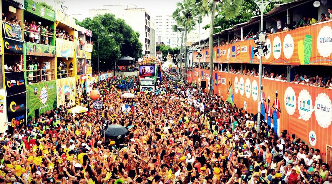 Multidão no Carnaval de Salvador