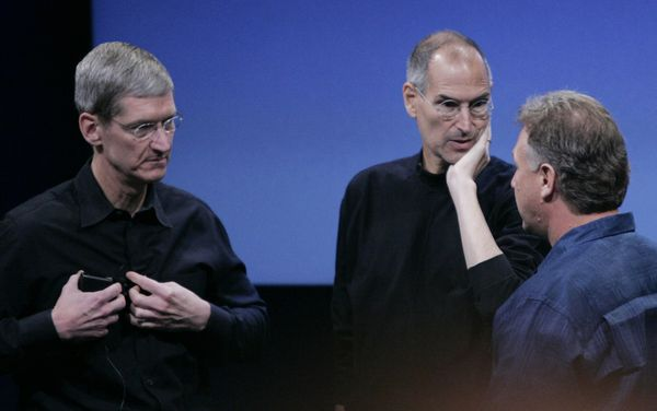 Tim Cook, Steve Jobs e Phil Schiller