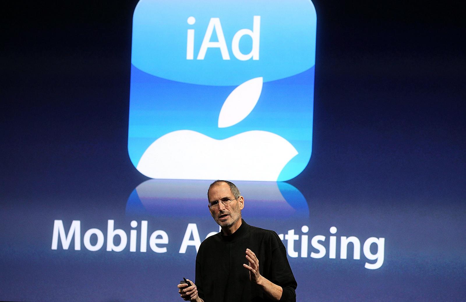 Steve Jobs apresentando o iAd