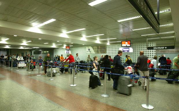 Fila para a alfândega no Aeroporto Internacional de Guarulhos