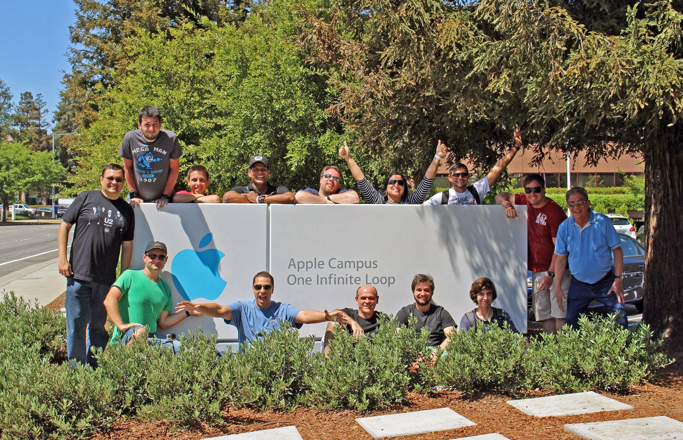 Grupo do MM Tour IV na sede da Apple em 1 Infinite Loop