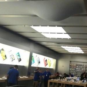 Água na Apple Retail Store da Quinta Avenida