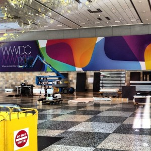 Moscone Center sendo preparado pra WWDC 2013