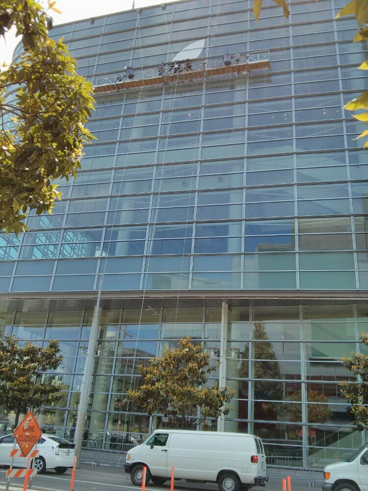Moscone Center sendo preparado pra WWDC 2013