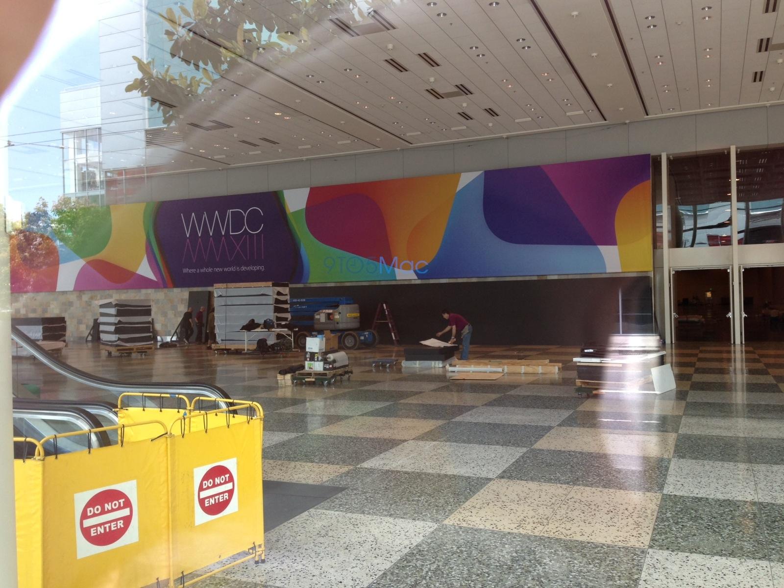 Moscone Center sendo decorado pra WWDC 2013