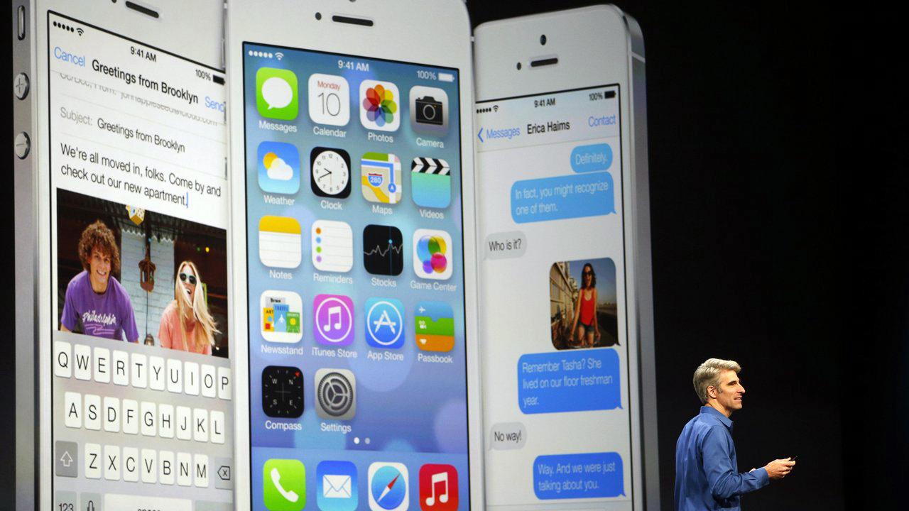 Craig Federighi apresentando o iOS 7