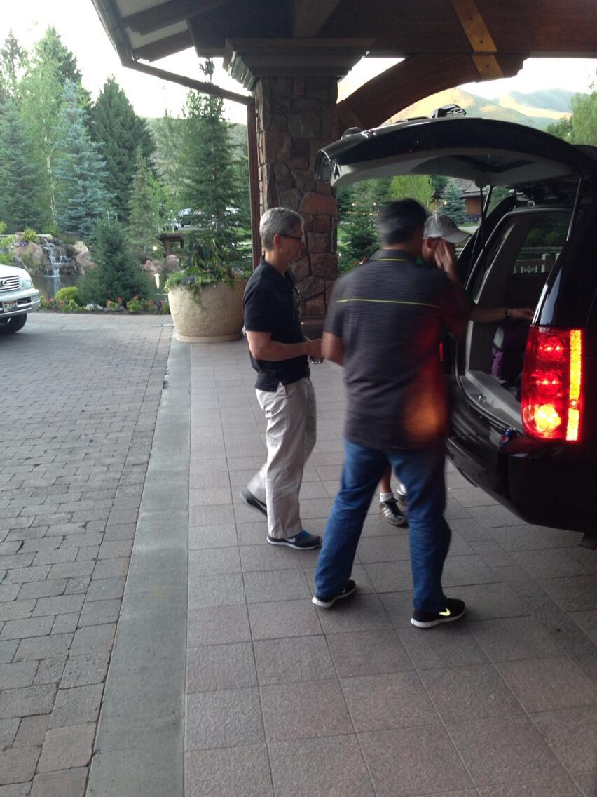 Tim Cook e Eddy Cue na conferência Sun Valley 2013