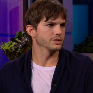 Ashton Kutcher sendo entrevistado por Jay Leno (miniatura)