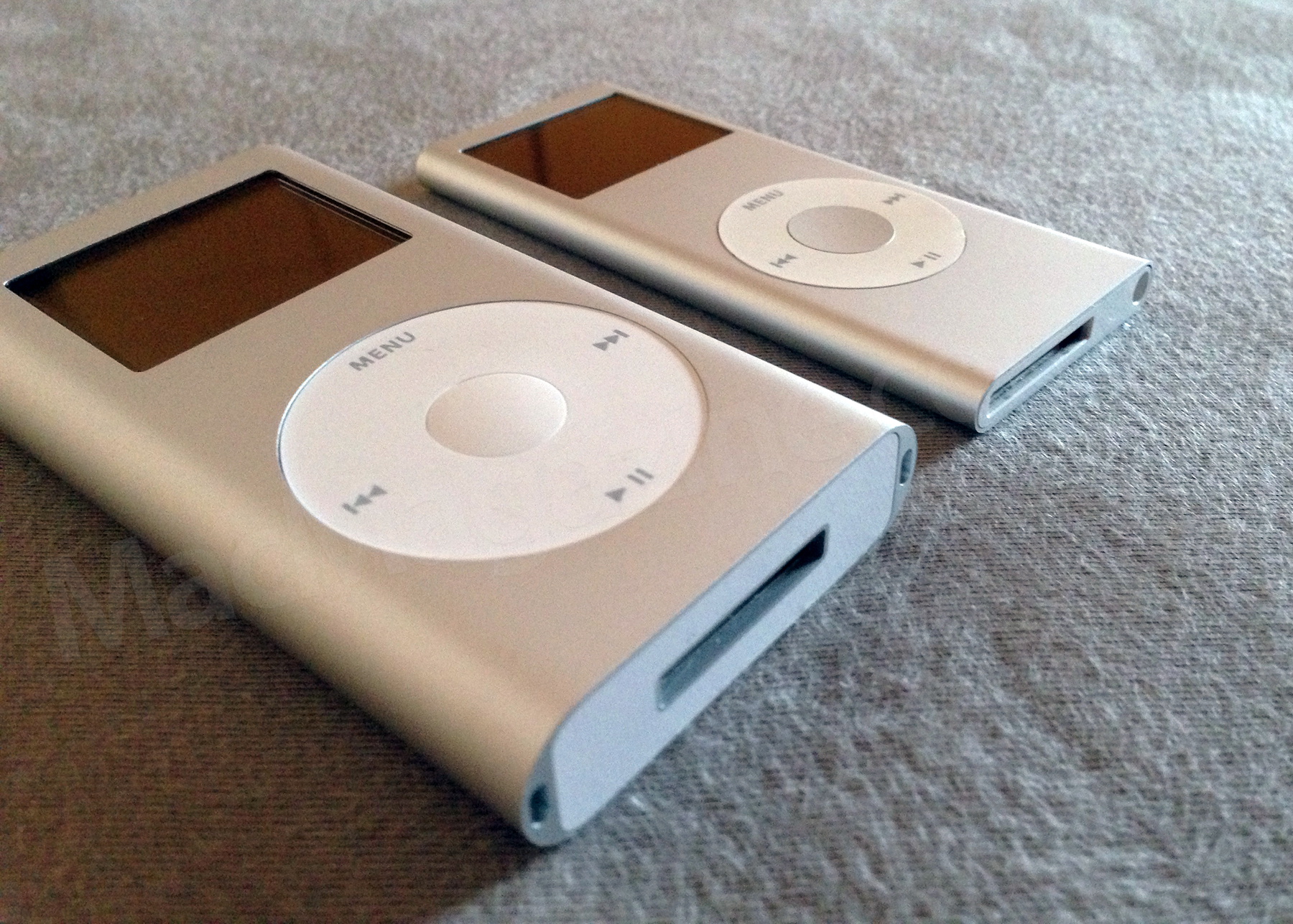 iPod mini ao lado do nano, do Wilsians