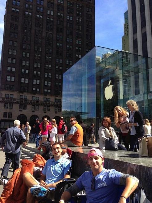 Fila para os novos iPhones