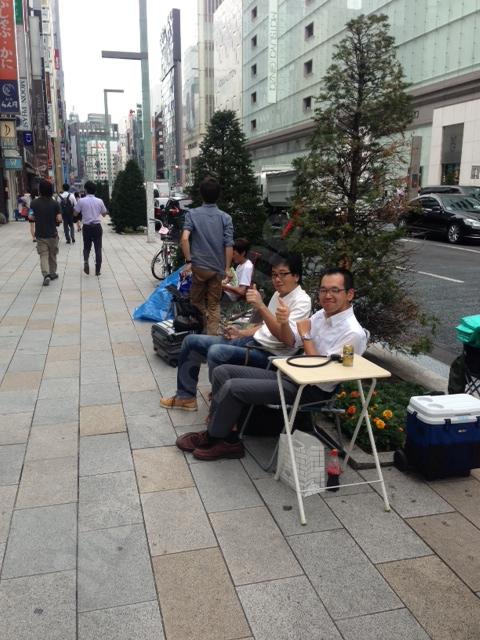 Fila no Japão para comprar os novos iPhones