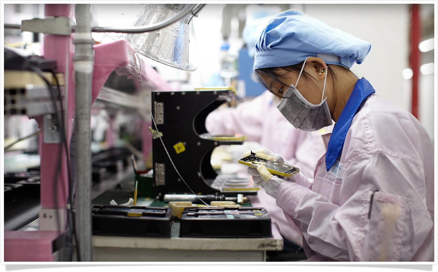 iPhone na linha de produção