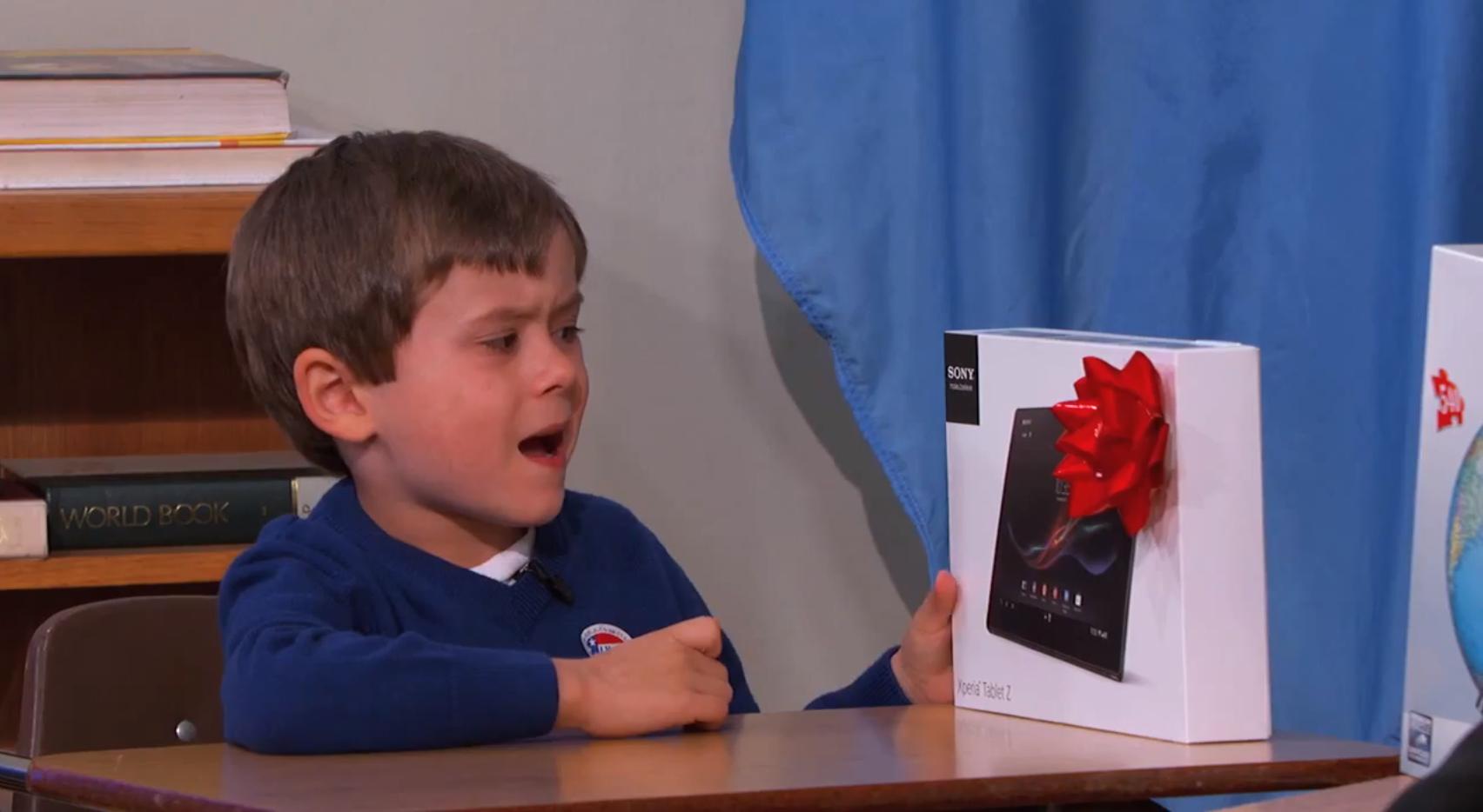 Garoto recusando um Sony Xperia Z
