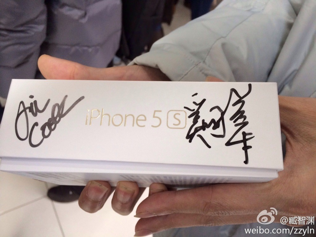Caixa de iPhone 5s autografada