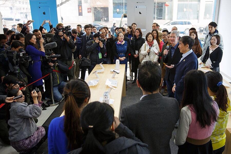 Tim Cook no lançamento do iPhone na China Mobile