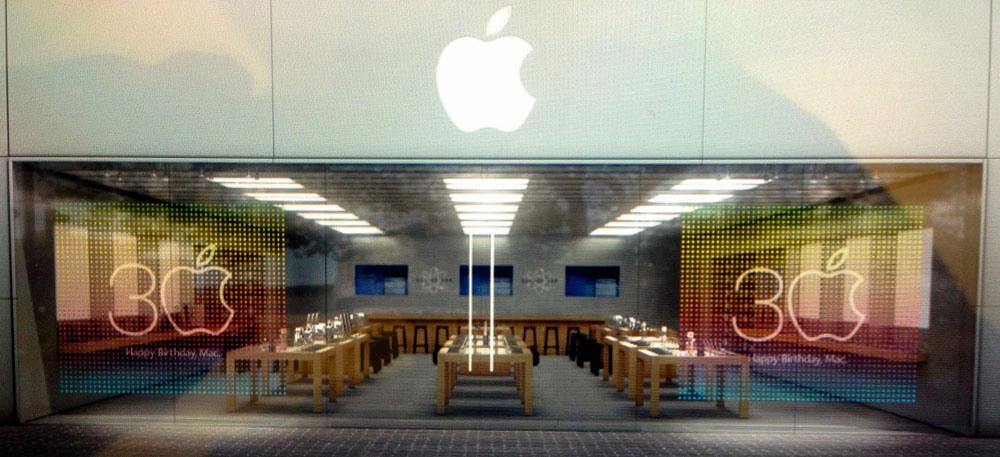 Vitrine comemorativa para os 30 anos do Macintosh