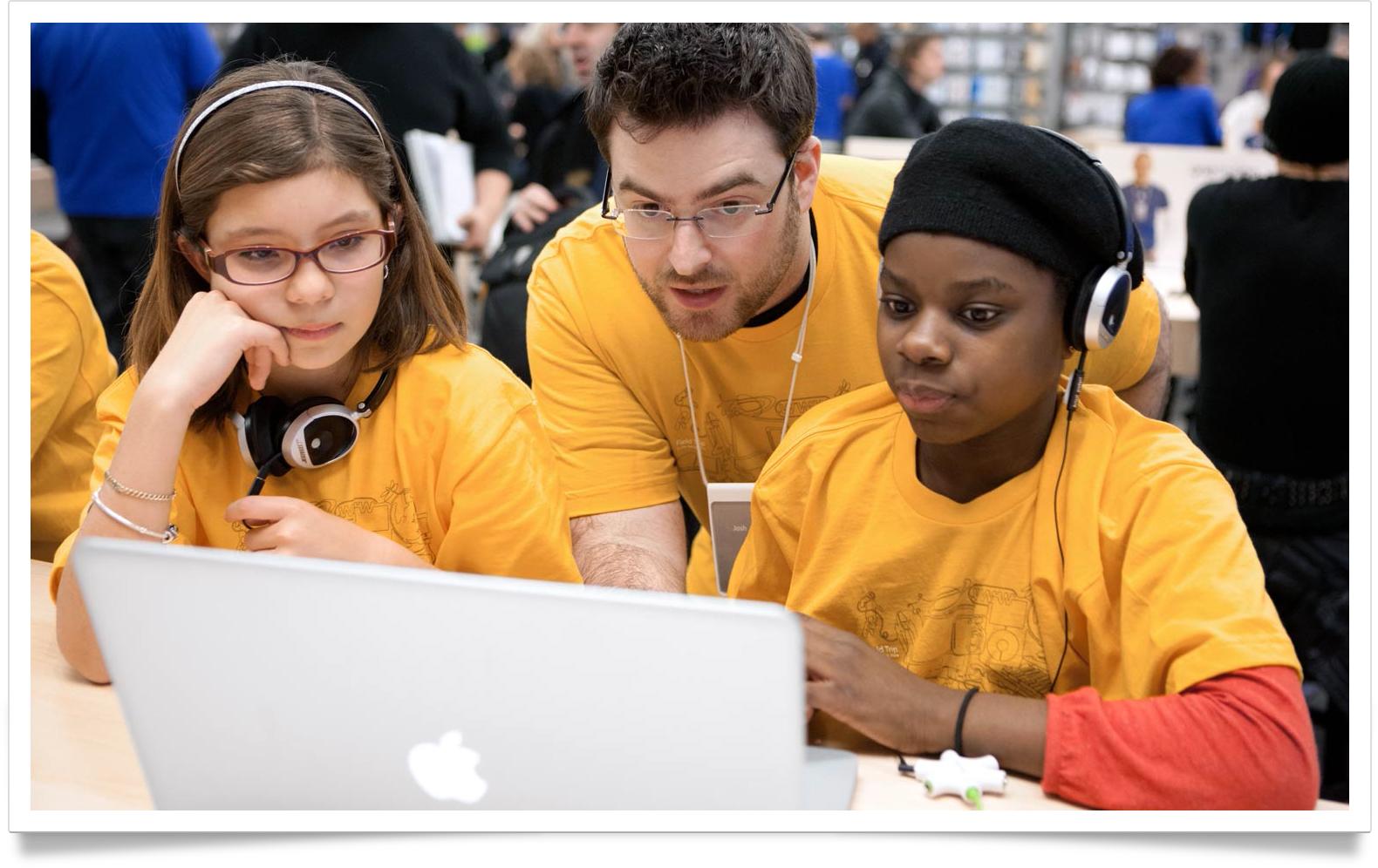 Crianças em Apple Retail Store - Jovens