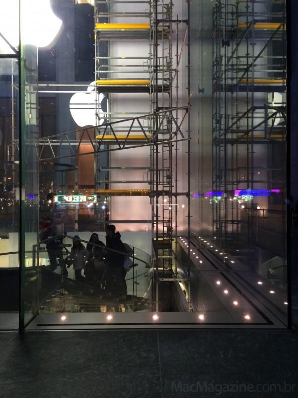 Painel de vidro sendo trocado em NYC