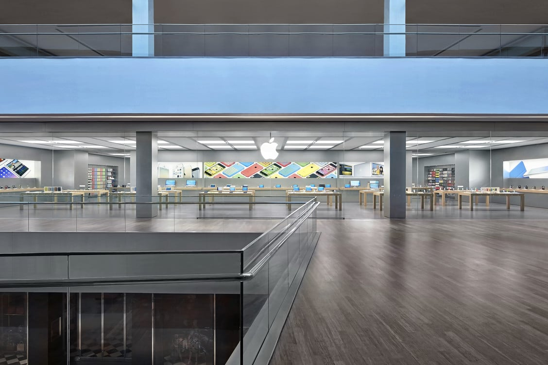 Apple Retail Store - VillageMall