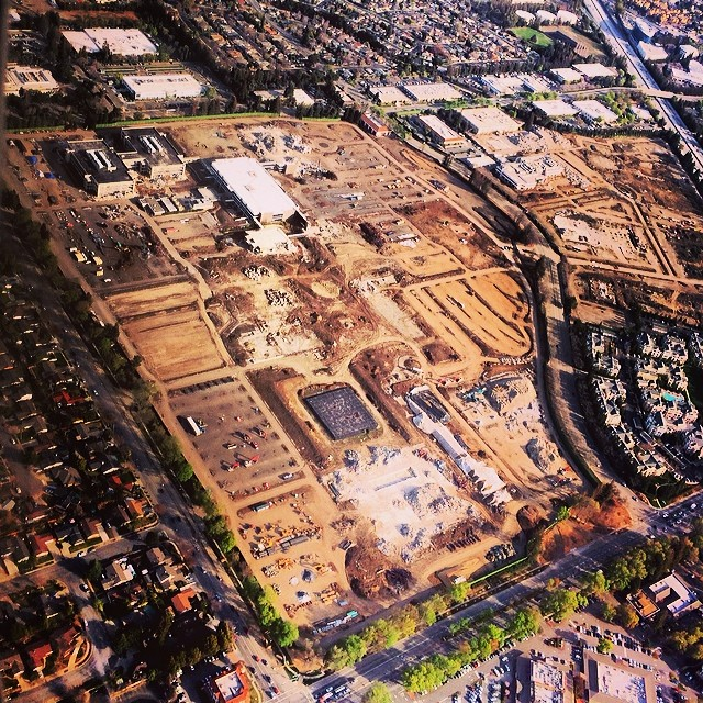 Foto aérea - demolição dos antigos prédios para o Apple Campus 2