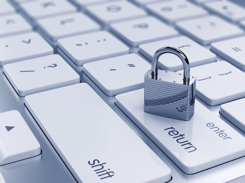 Segurança (cadeado em cima de teclado)