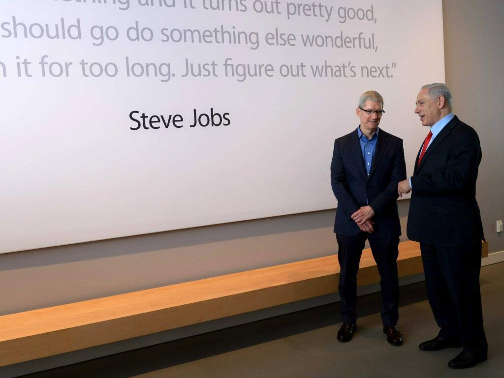 Benjamin Netanyahu, primeiro-ministro de Israel, com Tim Cook