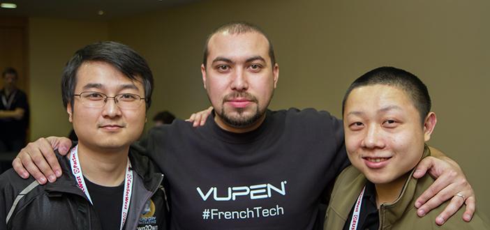 Liang Cheng (à esquerda) na Pwn2Own, em Vancouver