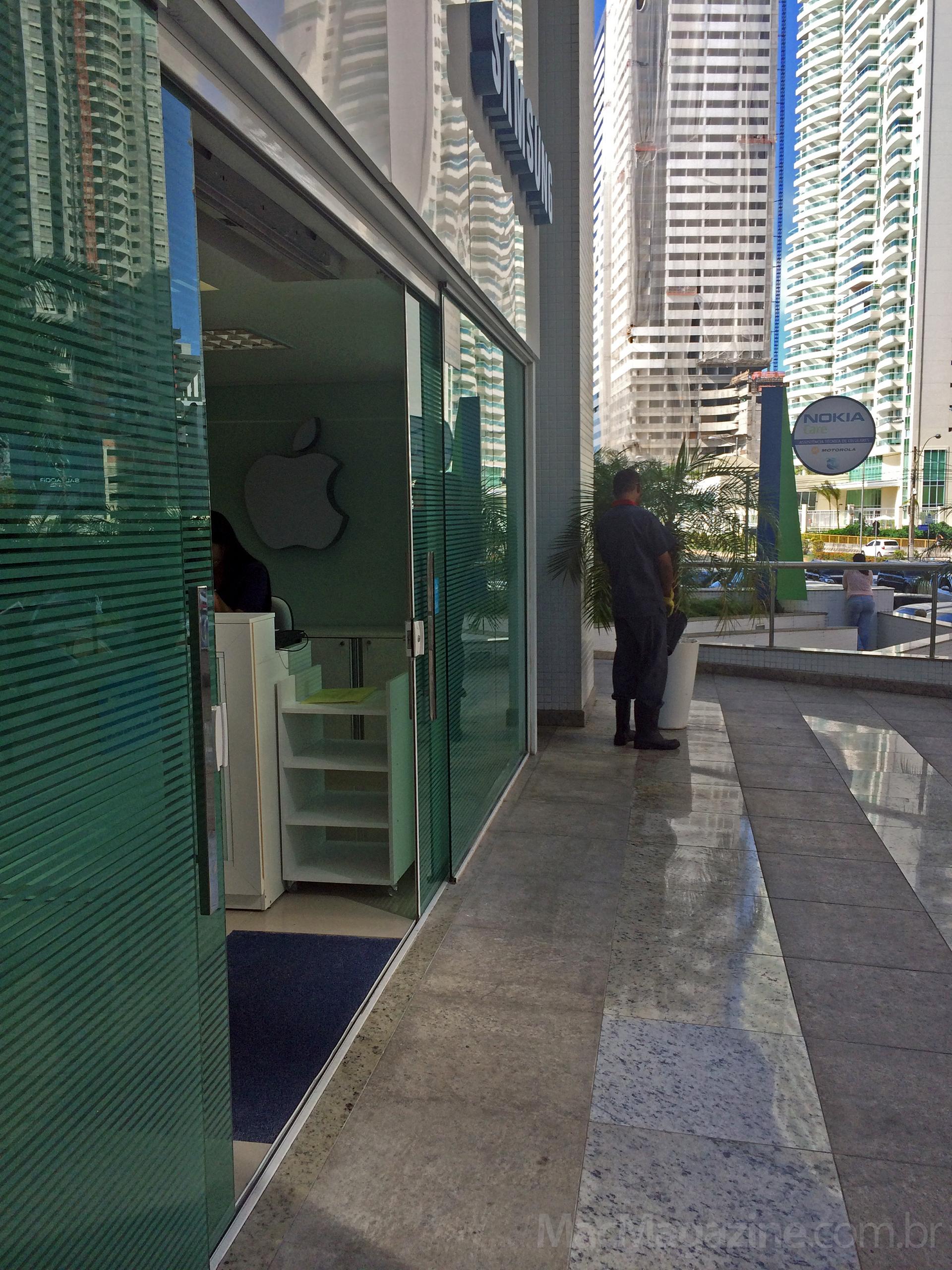 Logo da Apple em assistência da Samsung