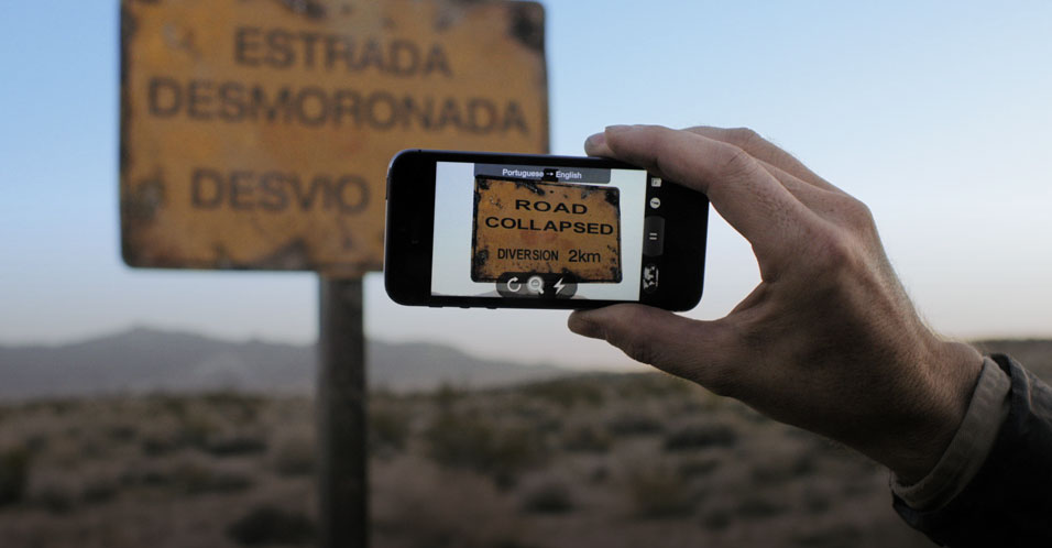 App Word Lens sendo usado num iPhone