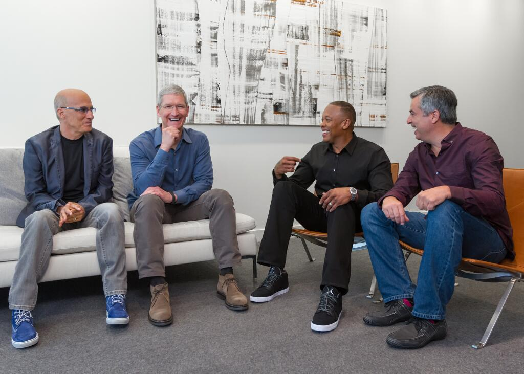 Jimmy Iovine, Tim Cook, Dr. Dre e Eddy Cue na Apple