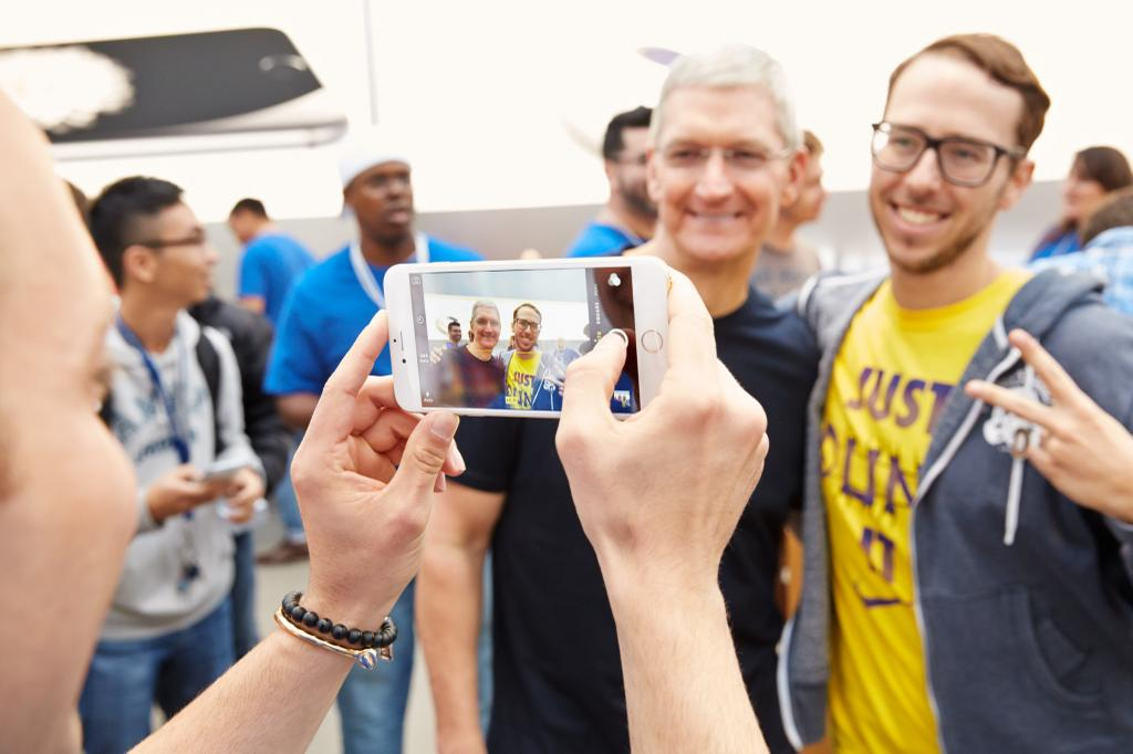 Tim Cook no lançamento do iPhone 6