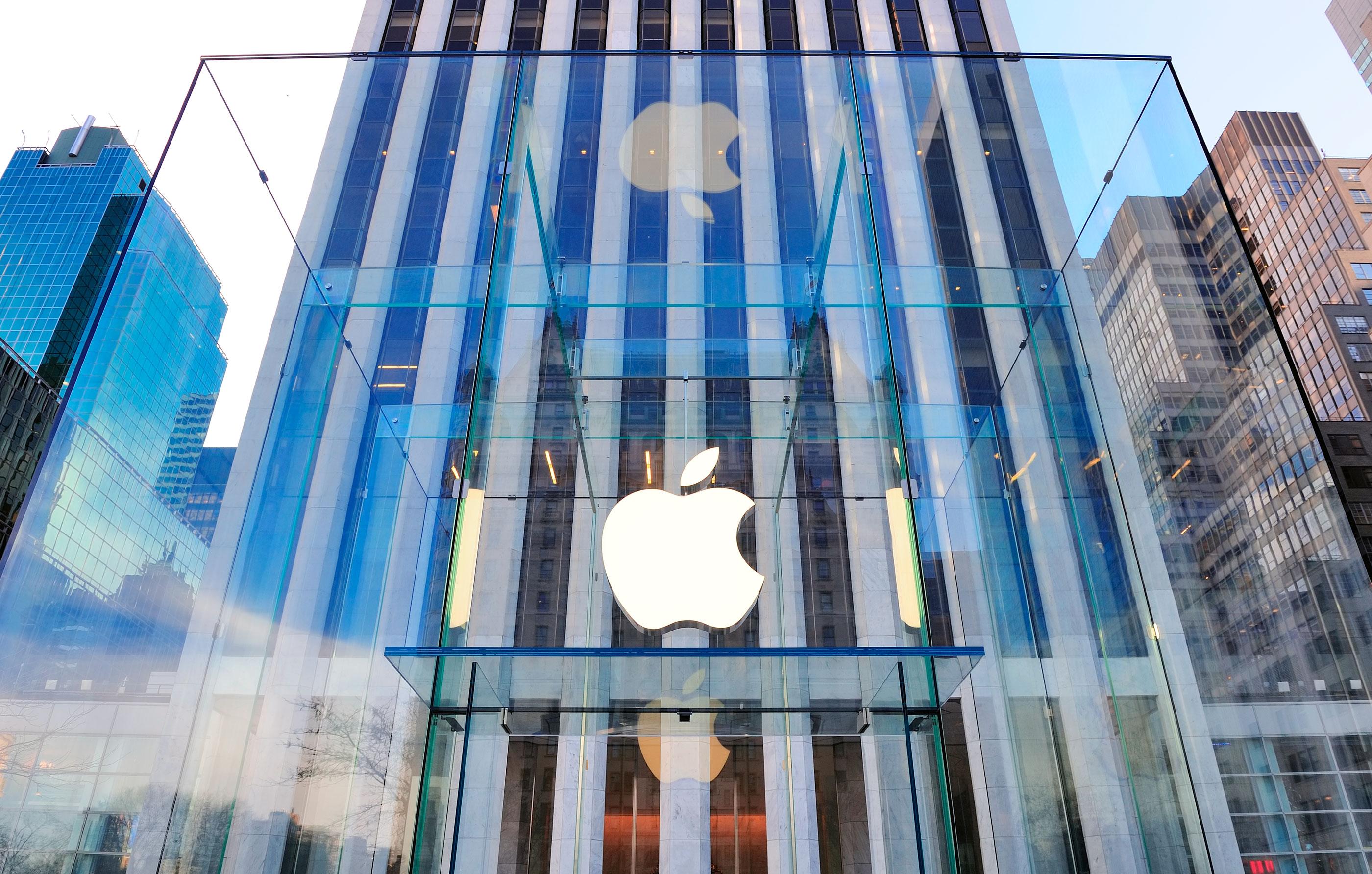 Logo da Apple em loja de Nova York