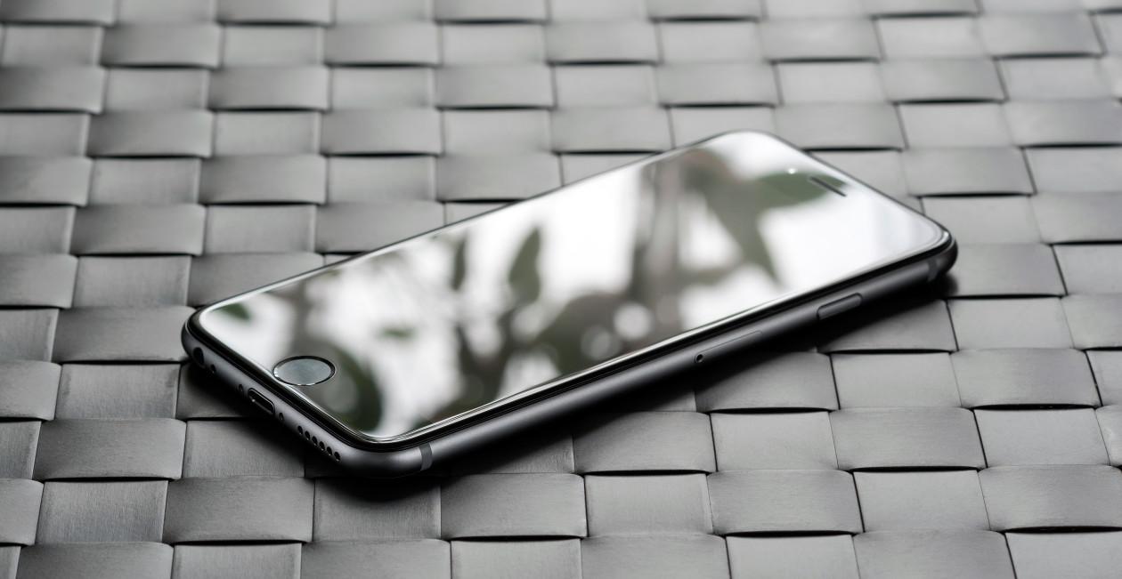 iPhone 6 com reflexo