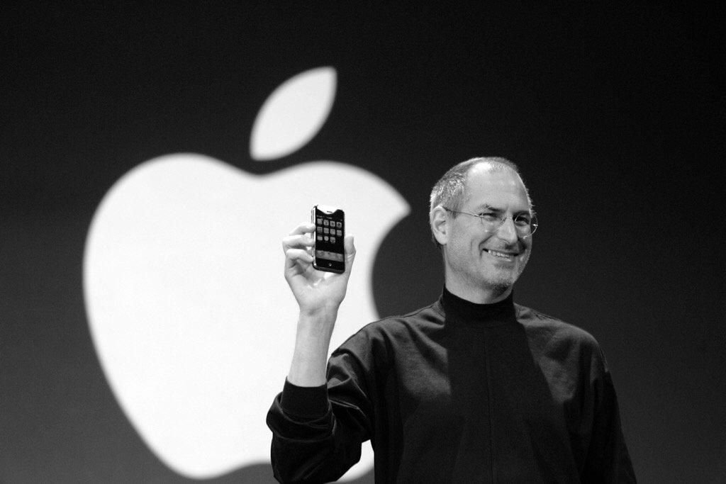 Steve Jobs apresentando o iPhone