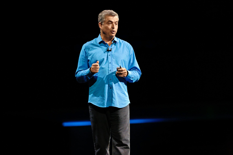 Eddy Cue no palco da keynote da WWDC 2016