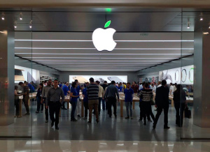 Folha verde na Apple Store - Morumbi