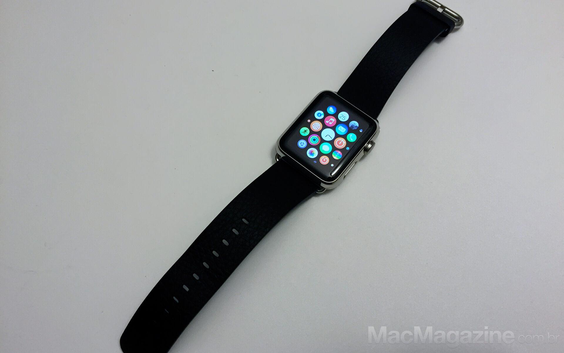 Apple Watch 42mm com pulseira de fecho clássico