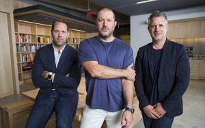 Executivos da Apple - Jonathan Ive, Alan Dye e Richard Howart