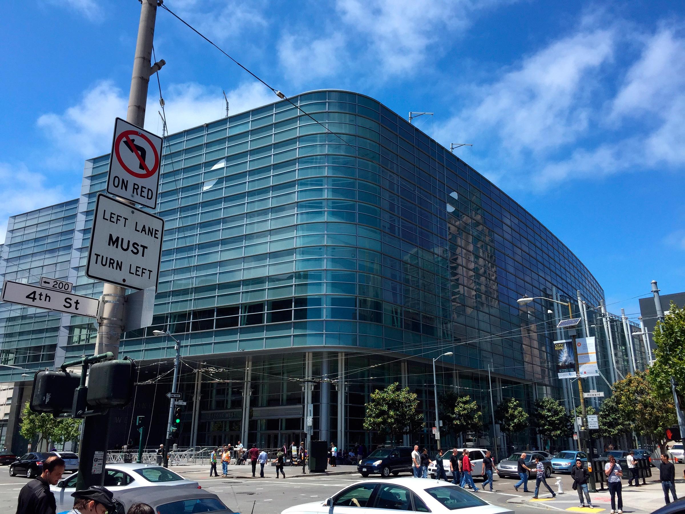 Começando a decoração do Moscone para a WWDC
