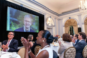 Tim Cook no evento Champions of Freedom da EPIC